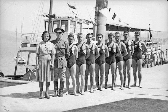 O equipo Intendencia nos campionatos militares de nataci�n en Vigo. 1940