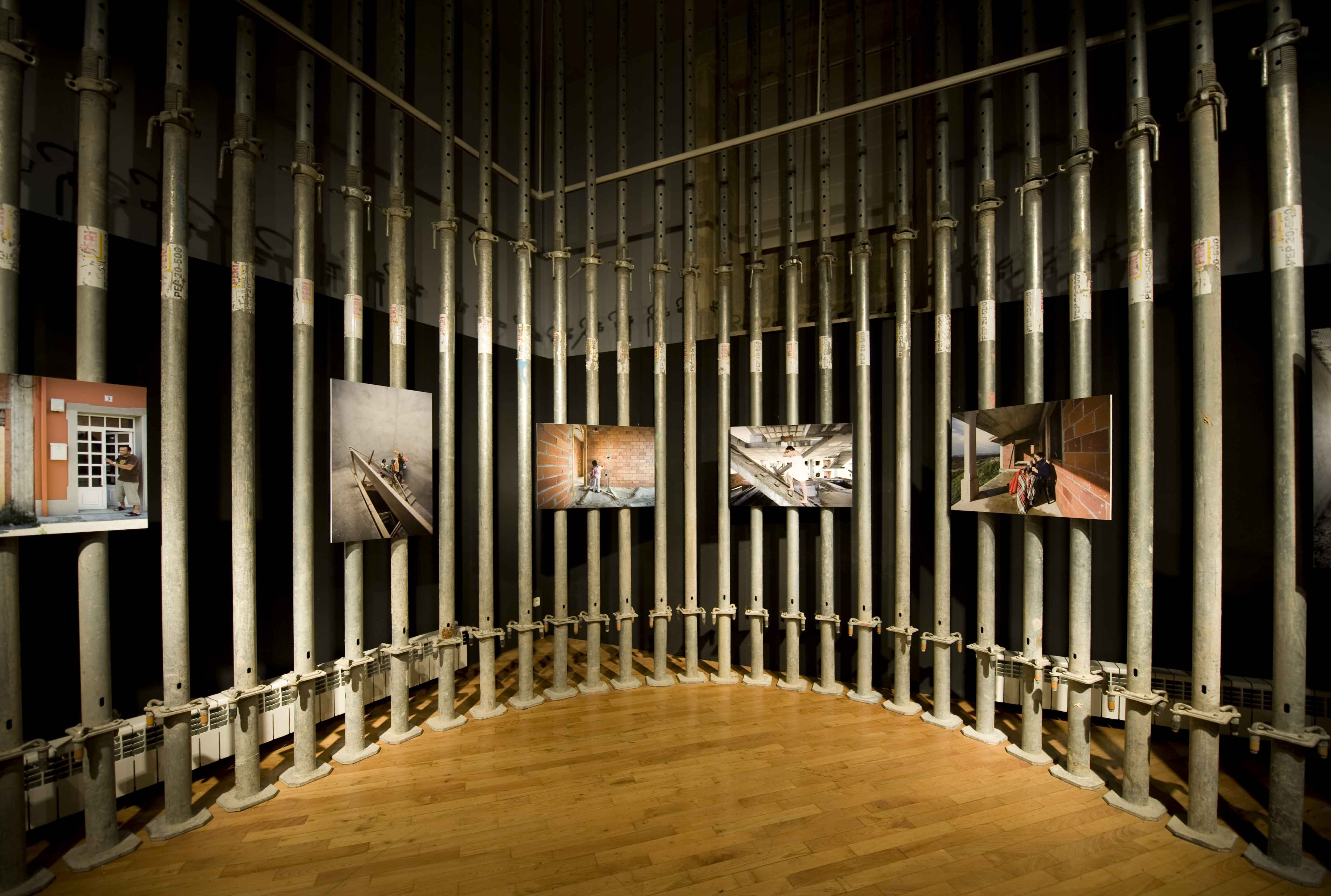 Unha exposición achégase criticamente ao modelo construtivo actual