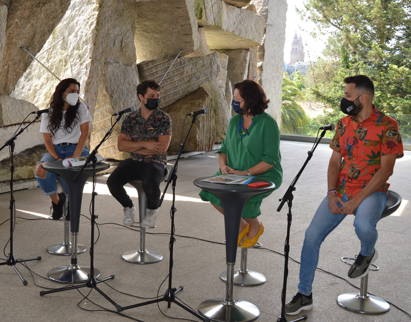 Dende a esquerda, a actriz Sheyla Fariñá, o actor Guillermo Carbajo, a comisisaria do Xacobeo, Cecilia Pereira, e Roberto Pascual, director da MIT.