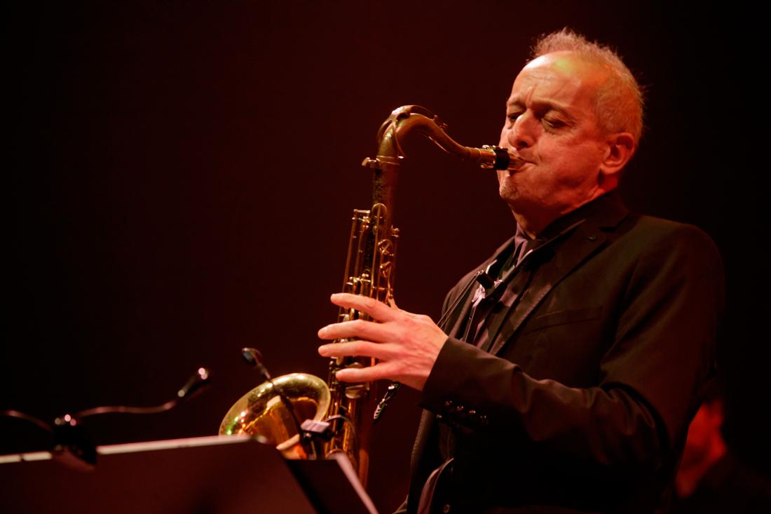 O músico participou de numerosas formacións de jazz, orquestras e foi docente