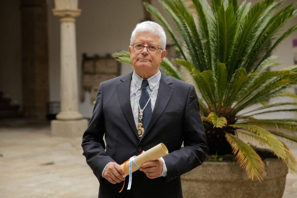 É o primeiro arquitecto escolleito como membro numerario da institución