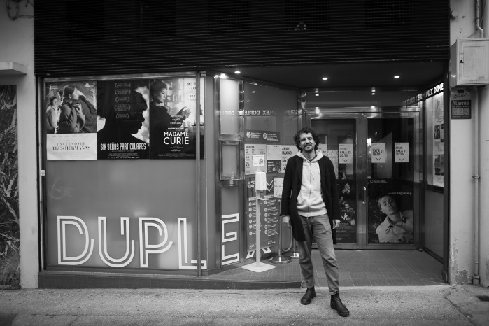 Ramiro ledo ante os cines Dúplex. Foto: Alicia Seoane