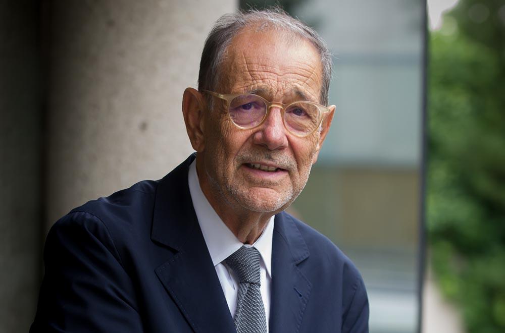 O xurado elixiu ao ex-ministro polas súas actuacións a favor da ruta xacobea e dos valores europeos