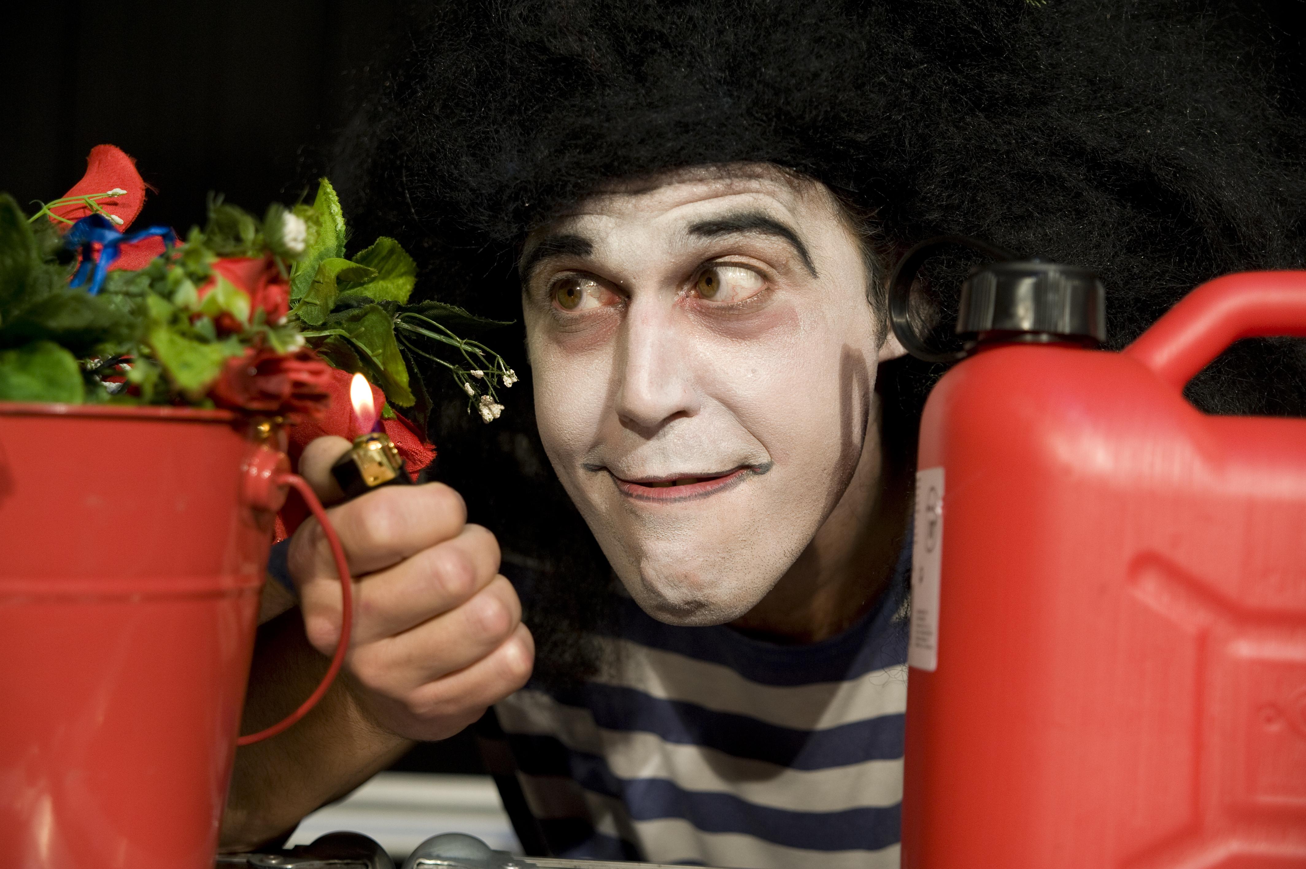Producciones P&G Circus achégase á violencia desde o humor en <i>Roces&Goces</i>