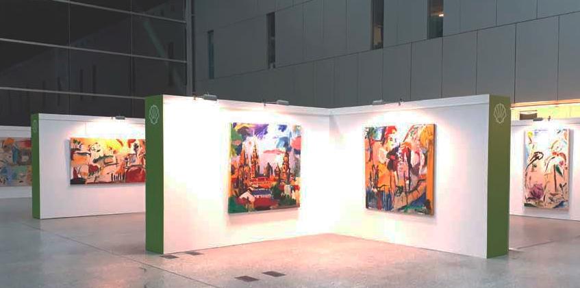 A compostelá Carlota Pereiro expón trinta obras na terminal internacional ata o verán