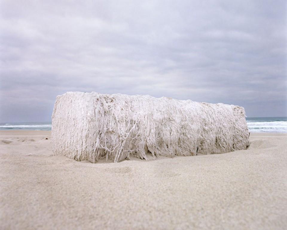 A canle de arte contemporánea acolle fotografías de series como <i>Casas doentes</i> ou <i>Crebas</i>
