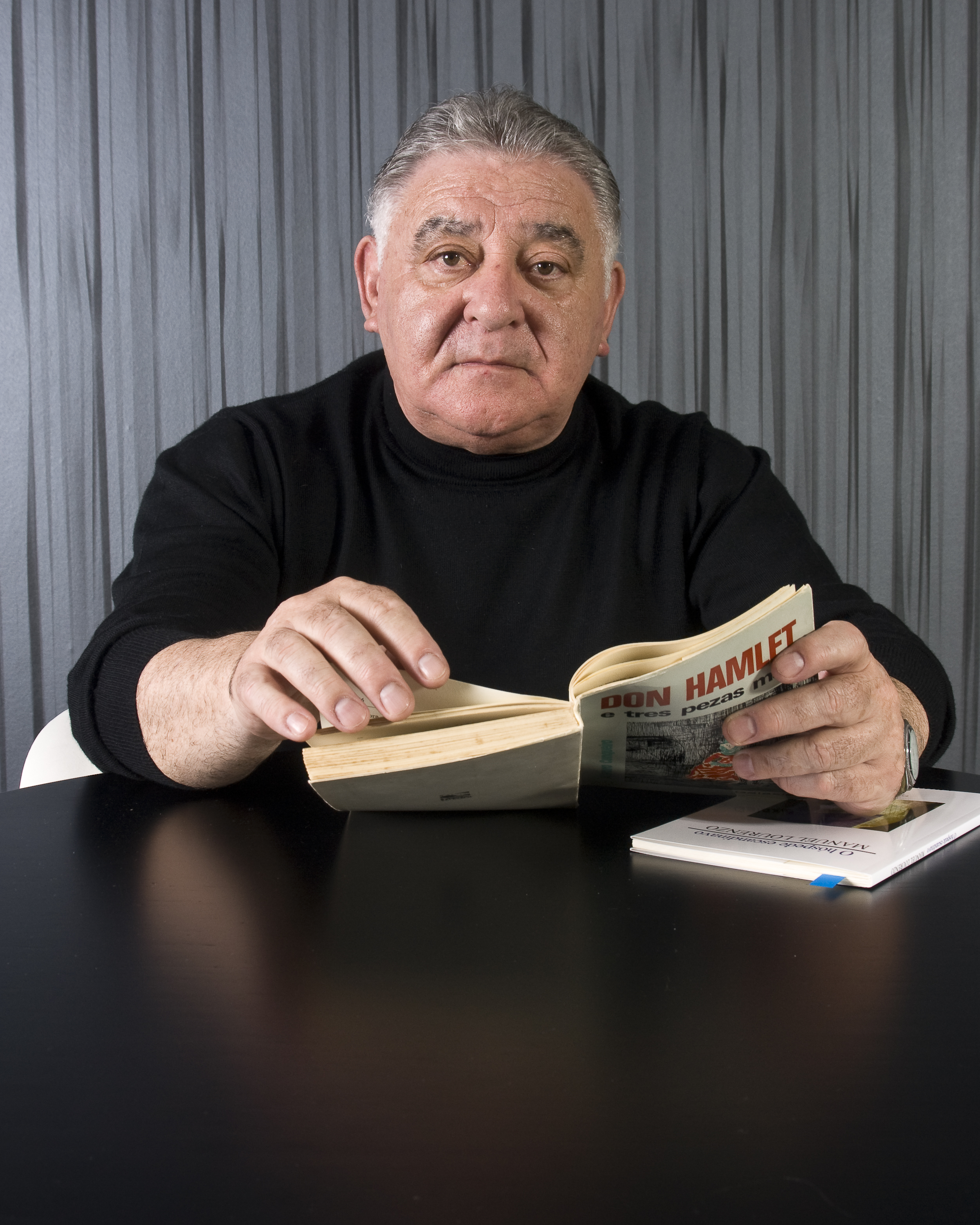 Manuel Lourenzo é homenaxeado co Facho d´Ouro