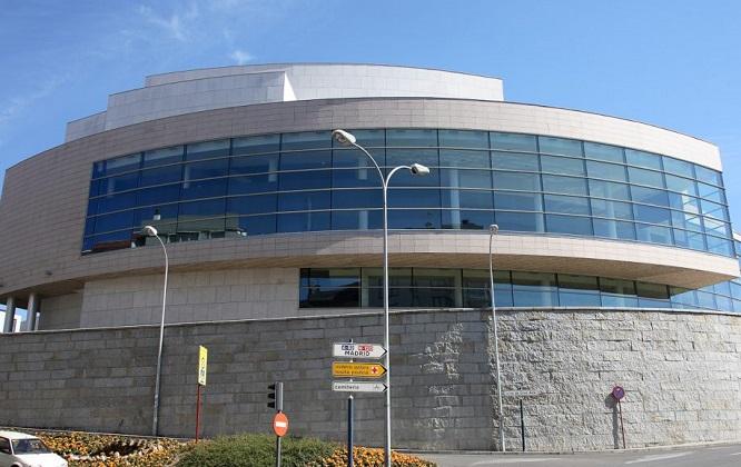 Trece entidades de artes escénicas e música opóñense a privatización do Auditorio Municipal de Ourense