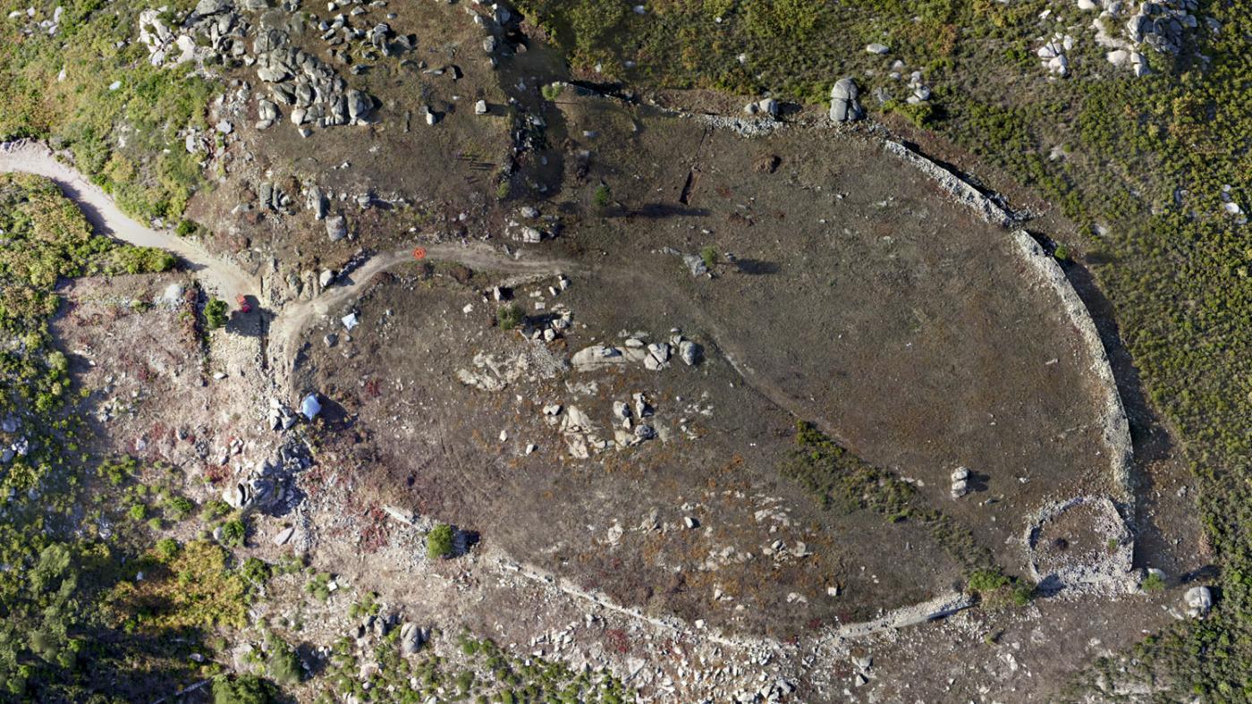 O recinto fortificado atópase entre os concellos de Monterrei e Oímbra