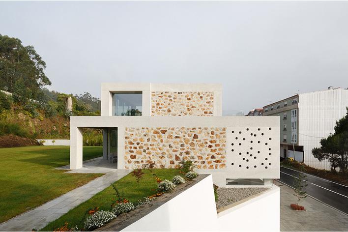 O dúo de arquitectos obtivo o galardón co seu proxecto para unha casa unifamiliar en Cee