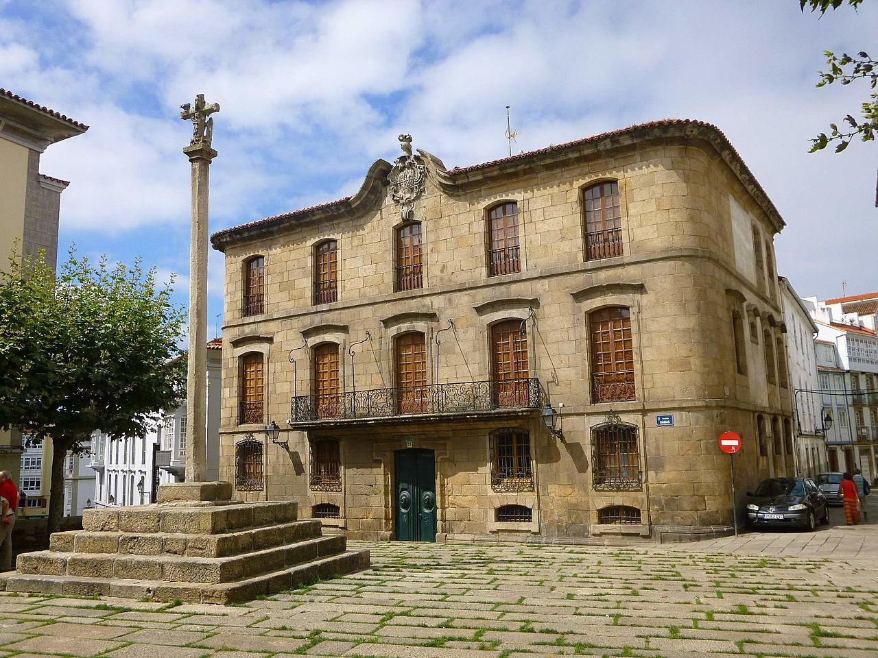A familia Franco pon á venda a Casa Cornide