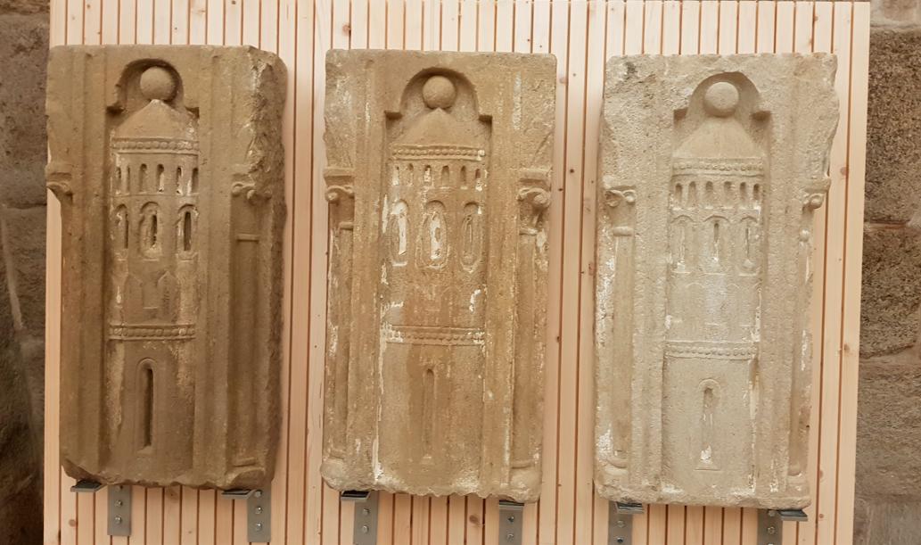 As esculturas acháronse durante os recentes traballos na escalinata do Obradoiro e na cripta do Pórtico da Gloria