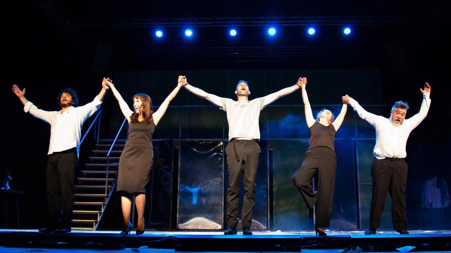Estará seis días no Teatro Colón e pechará o ciclo Ponteatro con oito representacións en catro días