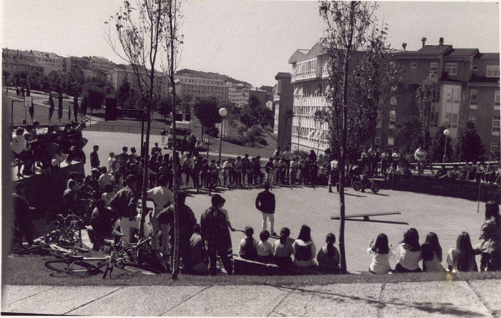 Xogando no Parque do V (actualmente Parque Pablo Iglesias). Imaxe de Vitearquiva