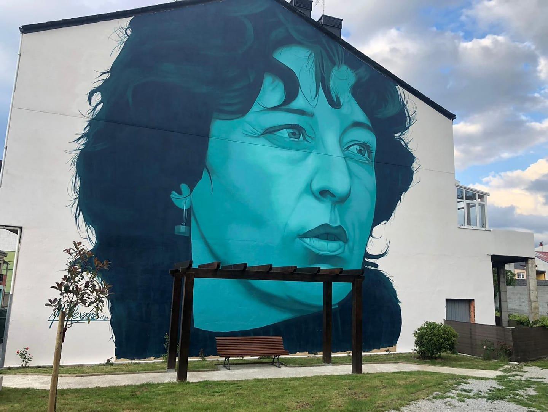 O Concello inaugurou tamén un retrato mural da autora realizado por Mon Devane