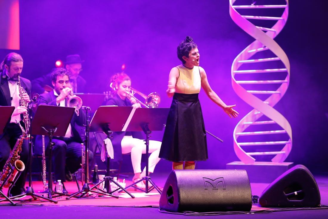 Mónica de Nut, na súa actuación   Foto: Pixelin Photo