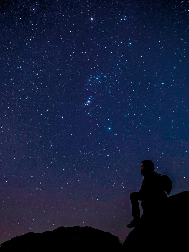 A obra reúne imaxes nocturnas de toda Galicia de nove fotógrafos seleccionados