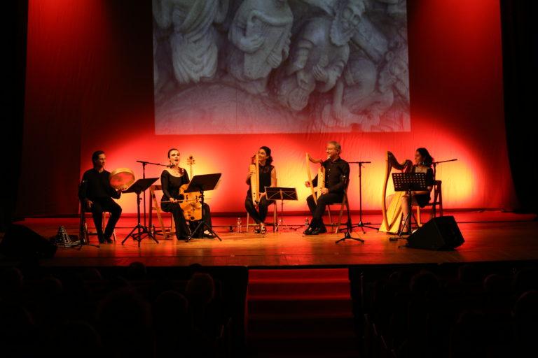 Preséntase en concerto no festival de arpa de Noia o libro e cd sobre os instrumentos medievais da arquivolta da igrexa de San Martiño