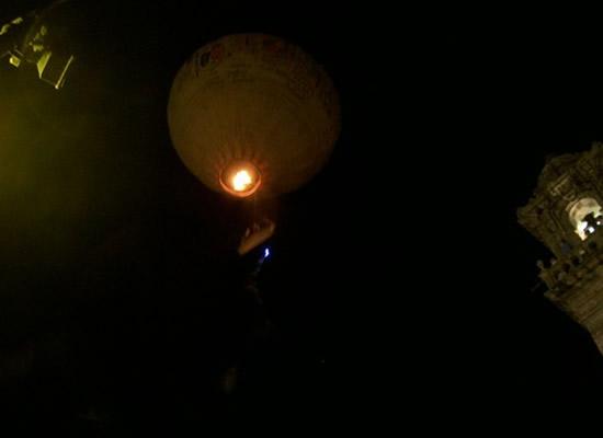 O lanzamento de globos de aire quente mantense en celebracións puntuais no noso país