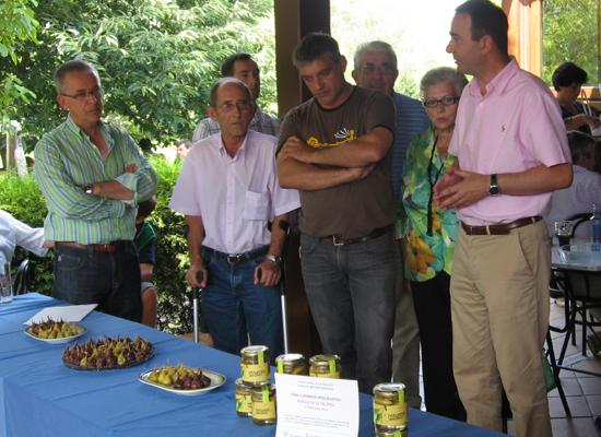 Unha asociación traballa na recuperación de variedades autóctonas de froiteiras