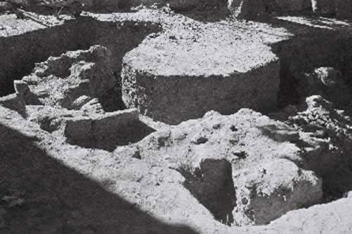 Escavaci�ns en Santa Mar�a de Breto�a (1960). Fonte: Academia Galega de Belas Artes