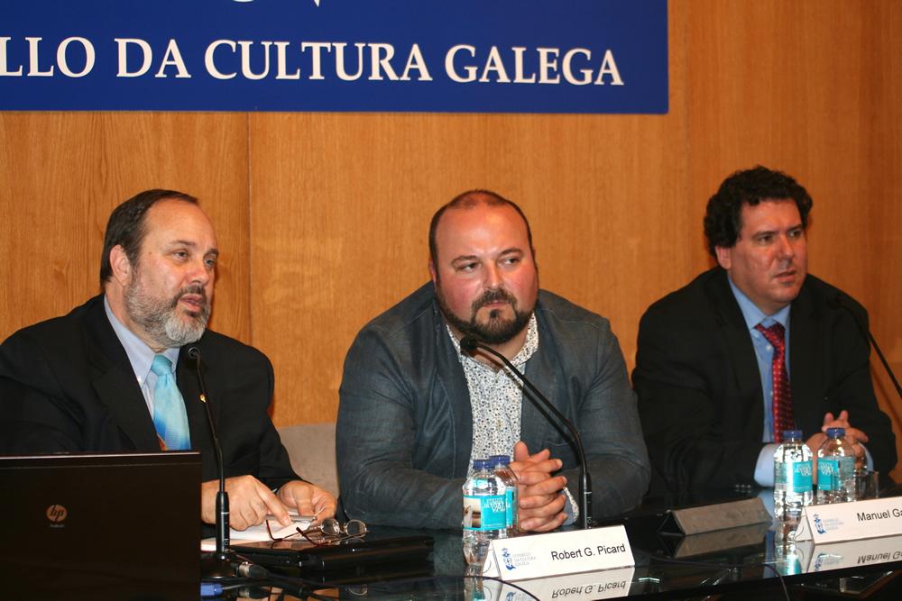 O experto en economía da comunicación impartiu un seminario no CCG