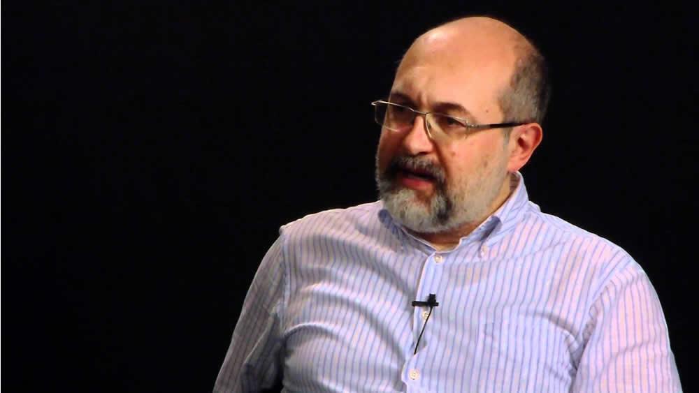 Pier Luisi Sacco defende unha xestión cultural