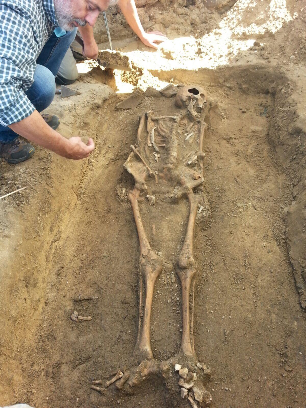 A nova escavación da Lanzada xa revela dous esqueletes do século I d.C.