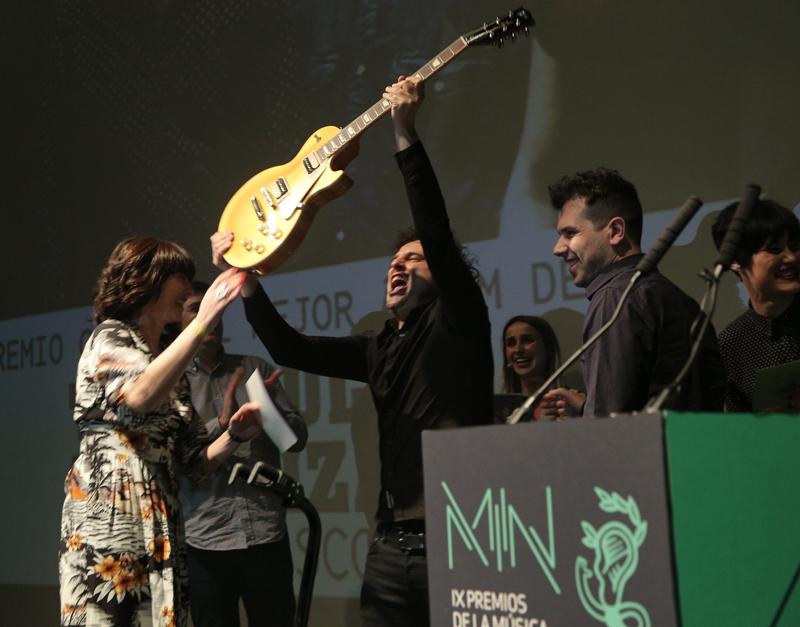 Triángulo de Amor Bizarro trunfan nos premios  da música independente