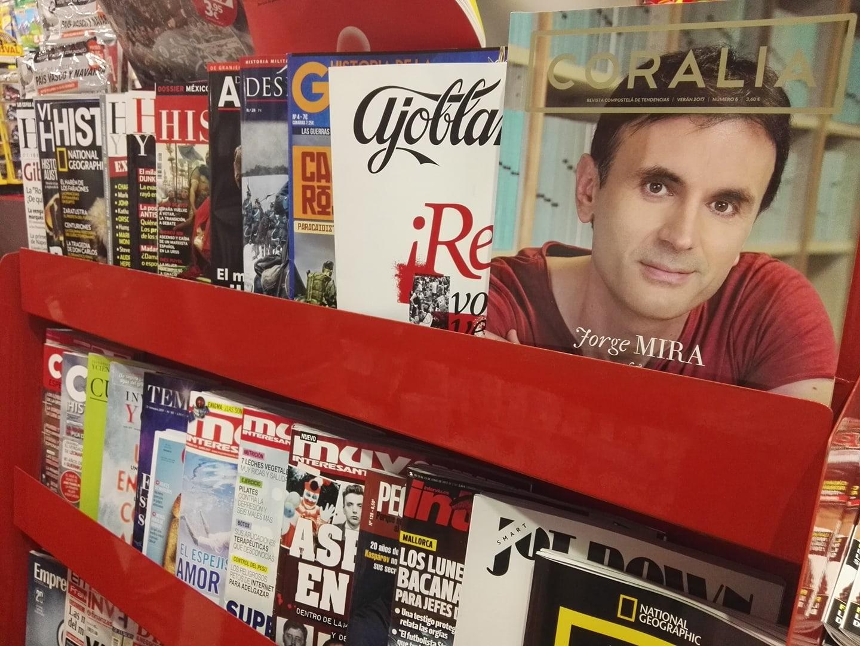A revista leva ao físico Jorge Mira a portada