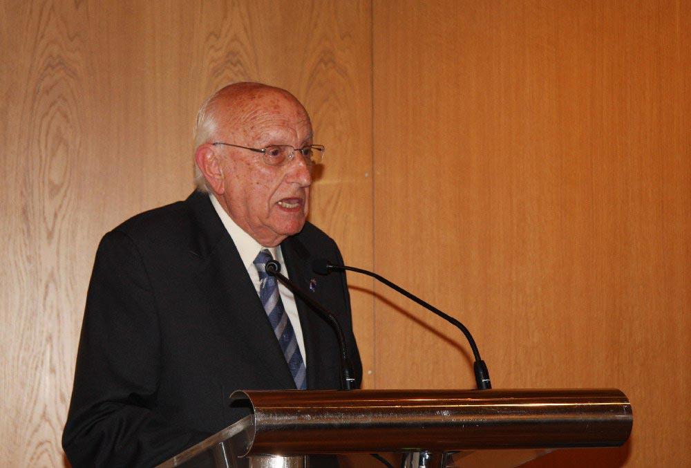 Afonso Zulueta, ex-presidente do Consello da Cultura Galega, finou onte aos 92 anos