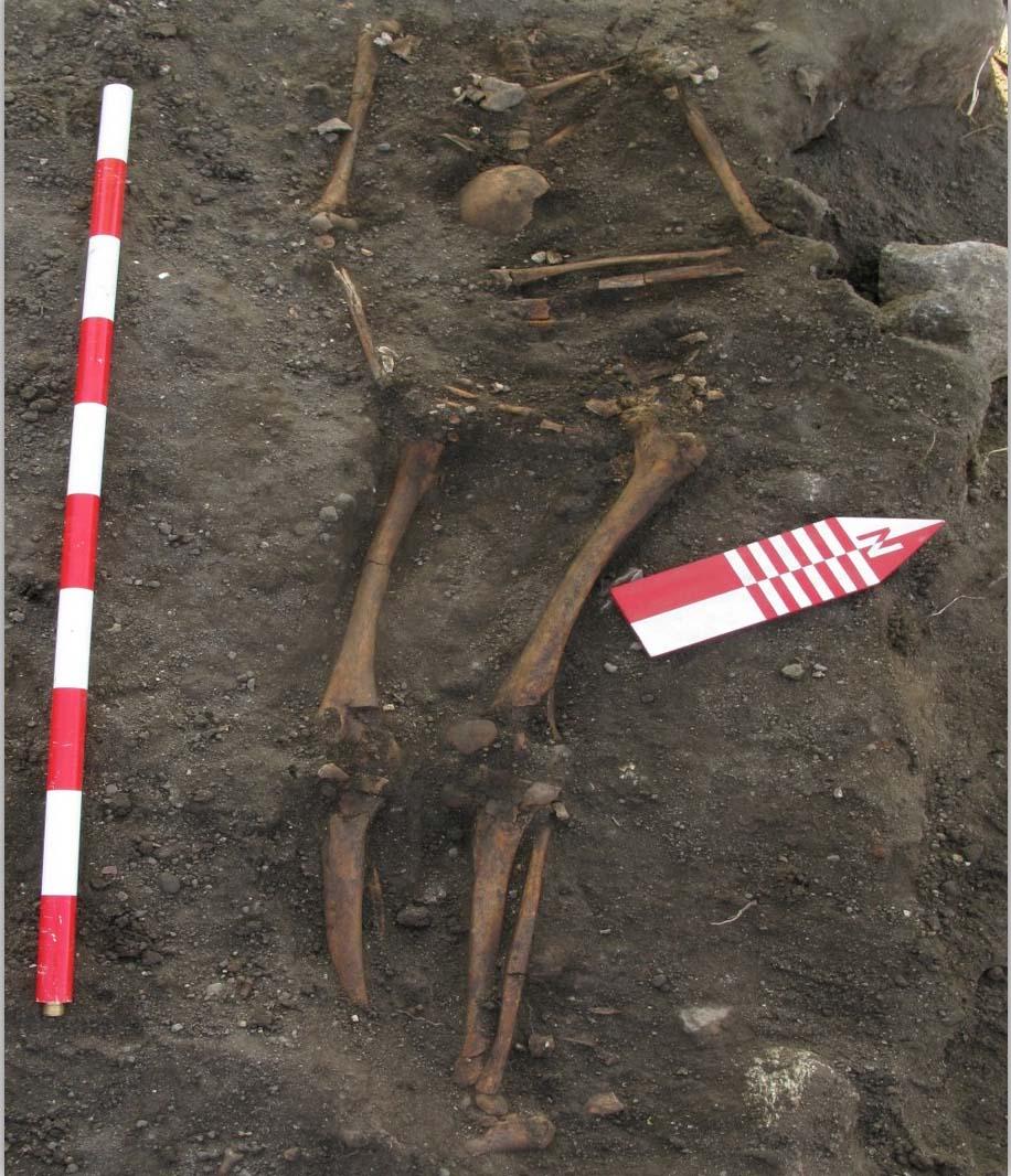 O equipo de investigación recupera tamén restos óseos de sete persoas