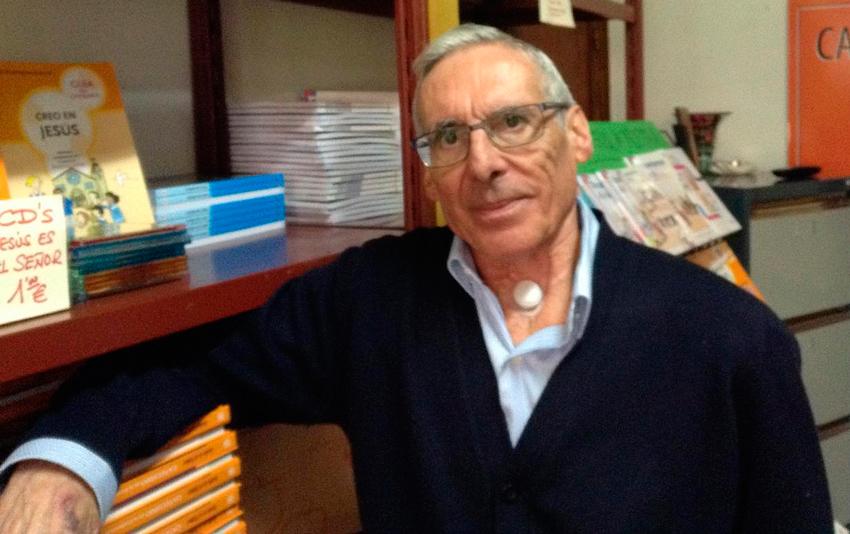 Foi ilusionista, escritor, tradutor, e impulsor do teatro en galego