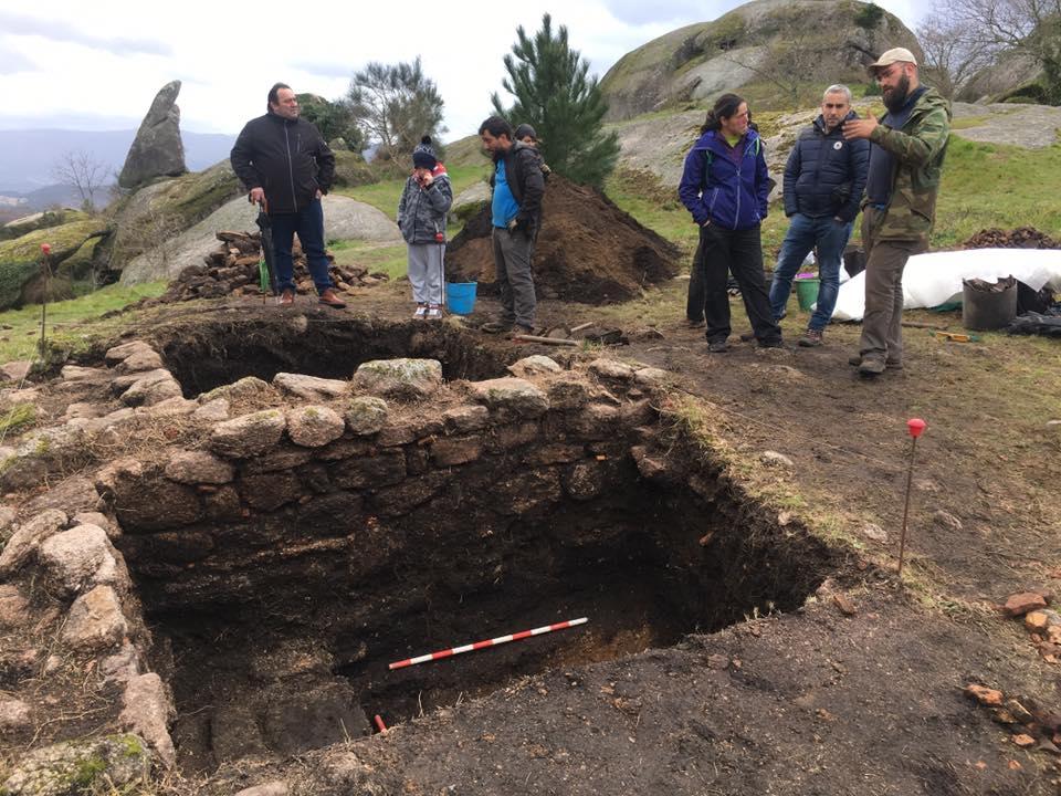 Os arqueólogos investigan o Faro de Budiño