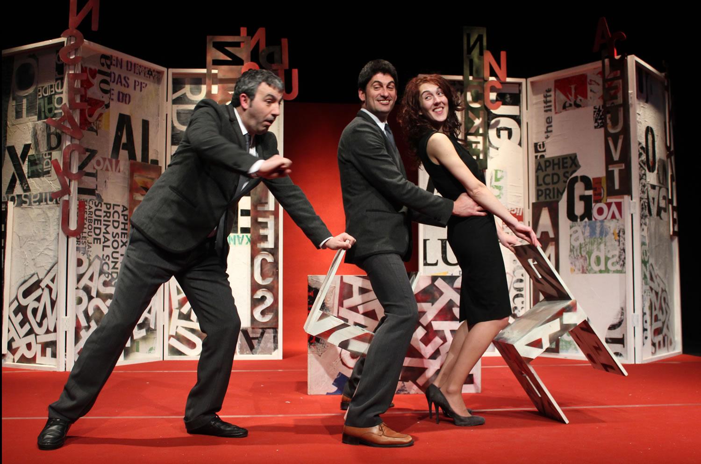 Talía teatro ironiza sobre os abusos que sofre o galego en Pelos na lingua