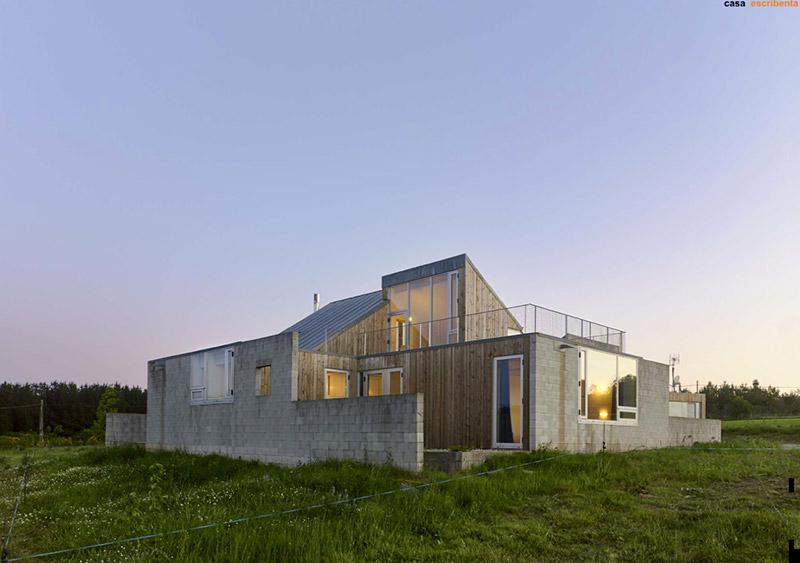 O seu deseño para unha vivenda unifamiliar en Oroso fíxose co galardón de arquitectura