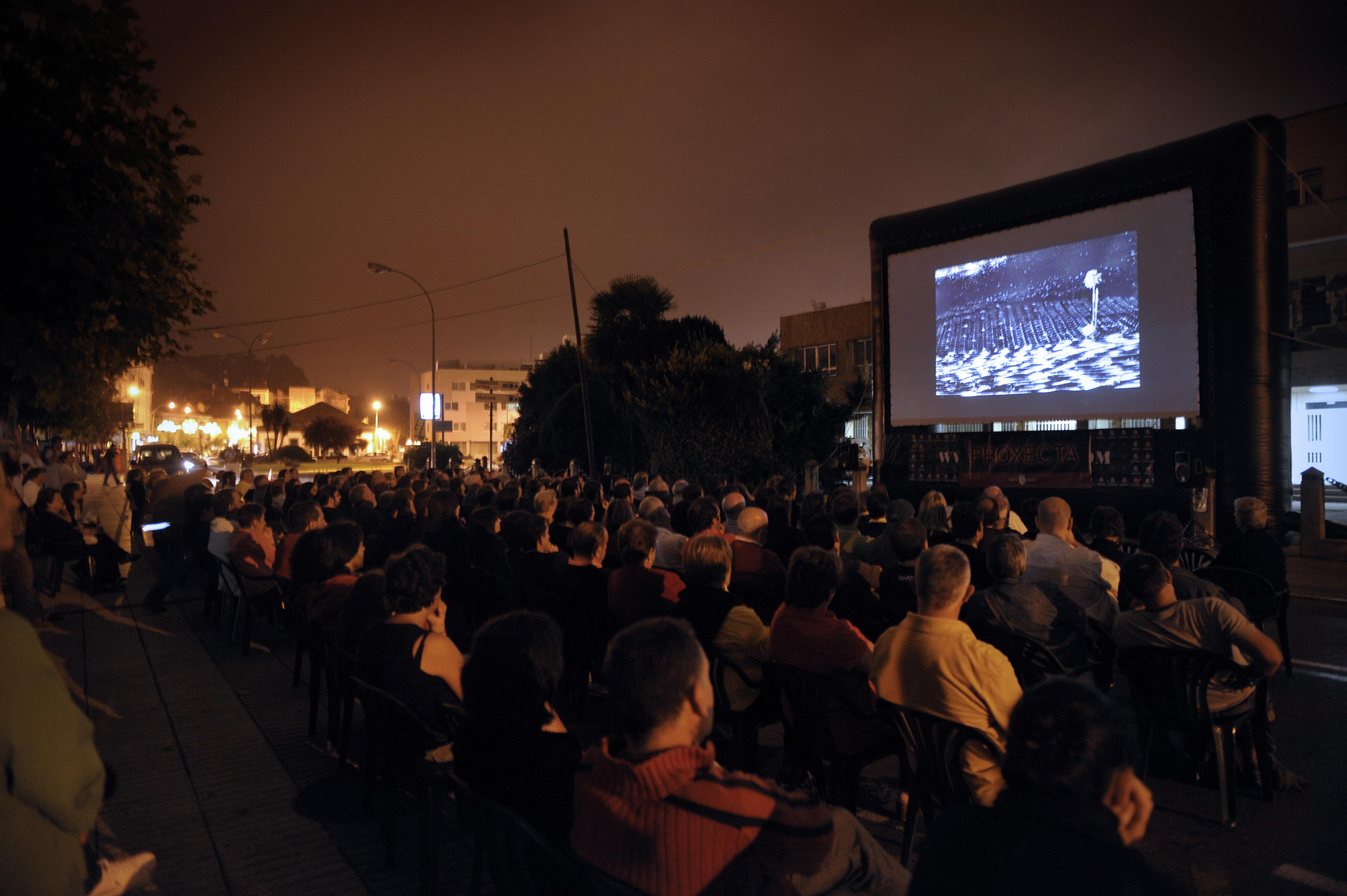 A rúa Rei Daviña acolle esta noite (22:30 horas) as actividades centrais