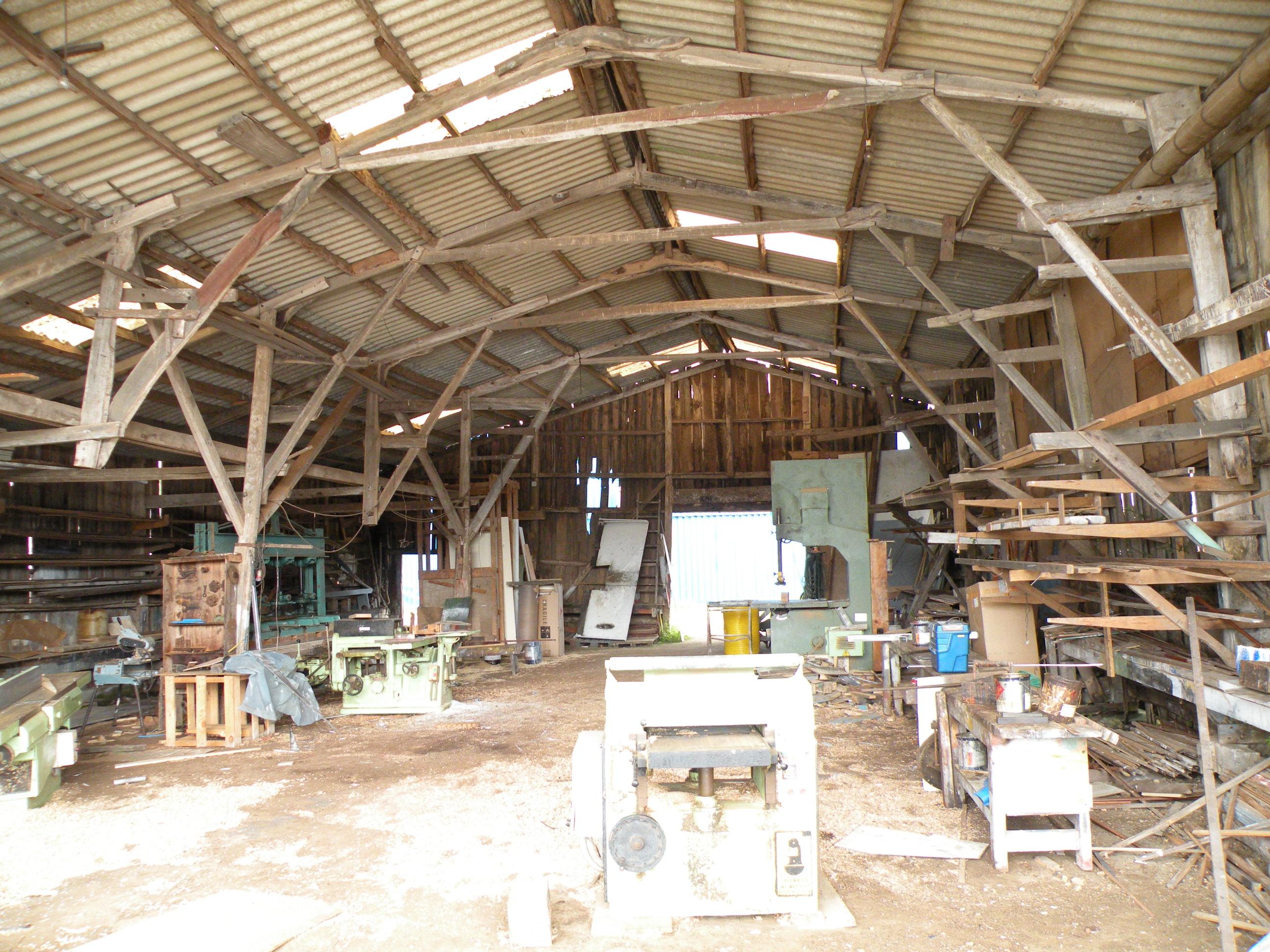 Interior do estaleiro Roseva. Cabana de Berganti�os.