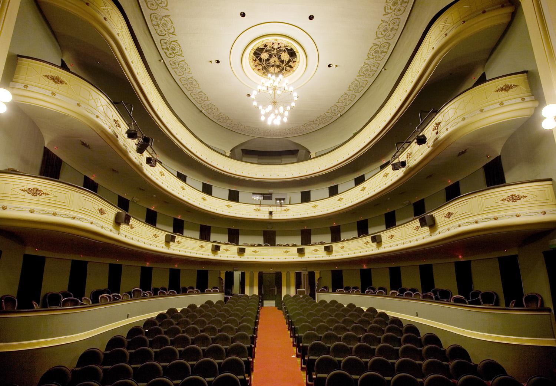 O documento ofrece recomendacións e ferramentas para a volta de espectáculos escénicos e musicais aos recintos