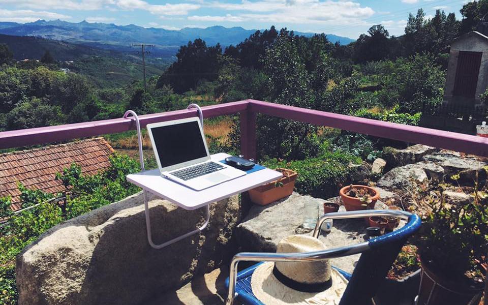 Proxectos como La Platanera e Senderiz apostan por estancias en contornas que favorecen a creatividade