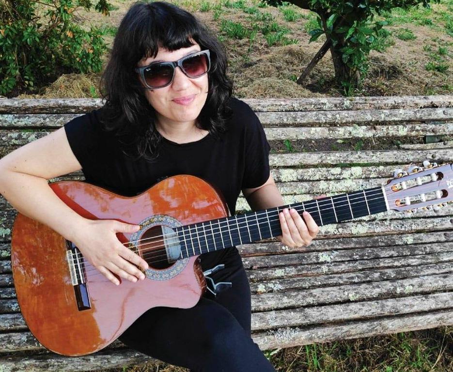 Silvia Penide ofrece a particulares con leira ou xardín os seus servizos musicais
