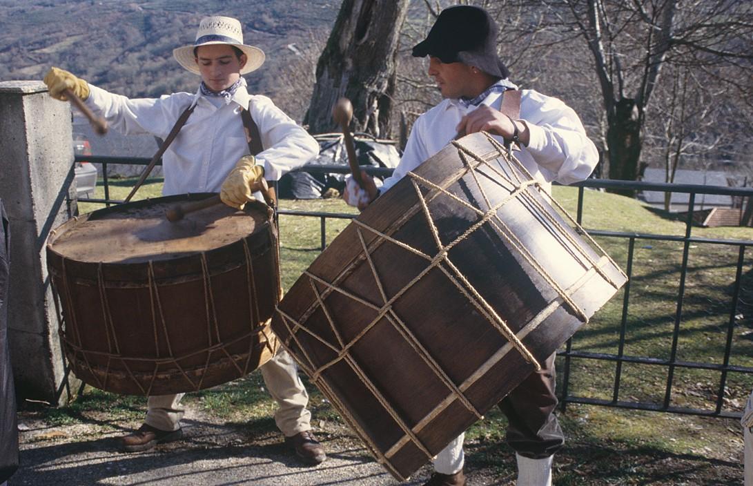 A percusión cumpre unha función destacada no Entroido máis tradicional