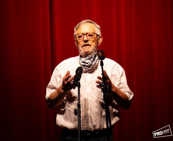 Produtor, actor e activista teatral, na actualidade era alcalde da vila do Morrazo